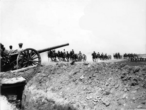 "Somme Artillery Territorial Army British QF 4.7 inch Gun on 1900 Mk I ""Woolwich"" carriage, Western Front, World War I."